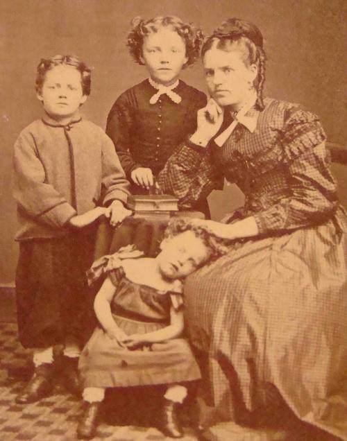 1800s photos of the dead