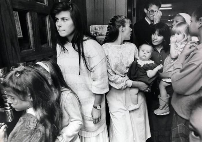 Branch Davidian women and children